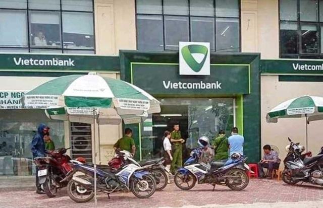 loi khai ban dau cua thuong uy cong an no sung tai ngan hang vietcombank