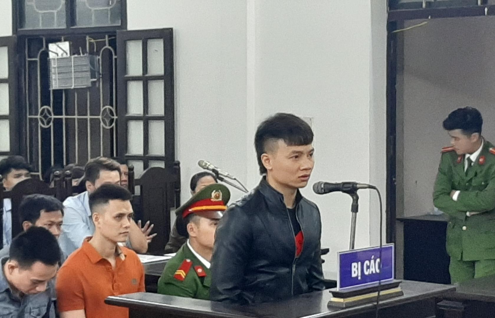 kha banh cung dong bon gui don xin giam an tu