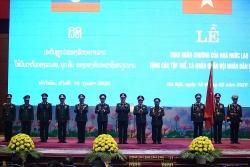 Trao tặng huân chương Nhà nước Việt Nam và Nhà nước Lào cho lãnh đạo quân đội hai nước