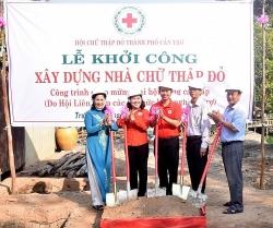 Liên hiệp Cần Thơ hỗ trợ xây dựng nhà Chữ thập đỏ cho hộ nghèo