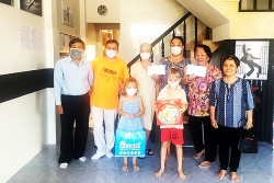 Hội hữu nghị Việt - Nga tỉnh Khánh Hoà hỗ trợ 10 triệu đồng cho người Nga bị kẹt do dịch COVID-19