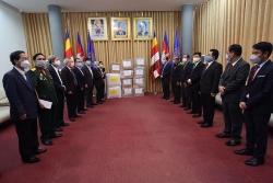 Hội Hữu nghị Việt Nam - Campuchia ủng hộ nhân dân nước bạn nhiều trang thiết bị y tế chống COVID -19