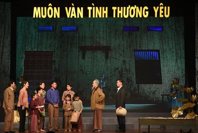 nhung cau chuyen xuc dong ve bac ho qua chuong trinh dac biet muon van tinh thuong yeu