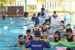 swim vietnam giup quang nam nang cao nang luc phong chong duoi nuoc cho tre em