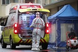 Sốc: Bệnh nhân nhiễm Covid-19 nhổ nước bọt vào mặt nhân viên y tế ở Daegu