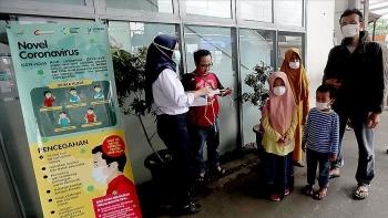 indonesia be gai 11 tuoi tu vong do cung luc nhiem virus corona va sot xuat huyet
