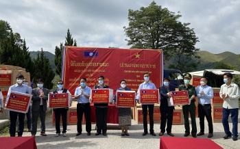 Điện Biên trao tặng cho 6 tỉnh Bắc Lào vật tư y tế phòng dịch Covid-19
