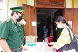Điện Biên làm thủ tục nhập cảnh cho hơn 1.000 du học sinh Lào