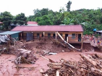 Điện Biên: Lũ lớn làm ngập nhà ở tập thể giáo viên