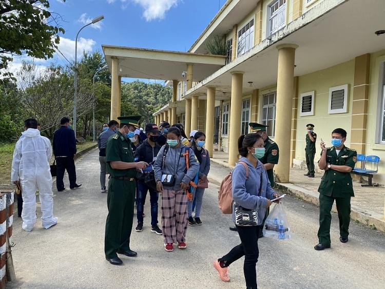 Sau khi nhận cảnh vào Việt Nam các em được đưa đi cách lý theo quy định phòng, chống dịch Covid-19