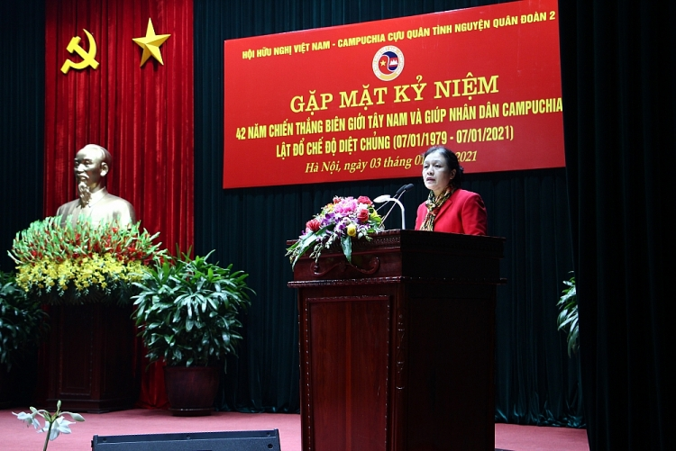 Chủ tịch Hội Liên hiệp các Tổ chức Hữu nghị Việt Nam Nguyễn Phương Nga phát biểu tại buổi gặp mặt.