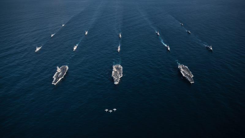 Mỹ bất ngờ huy động 3 tàu sân bay kiềm chế Trung Quốc?
