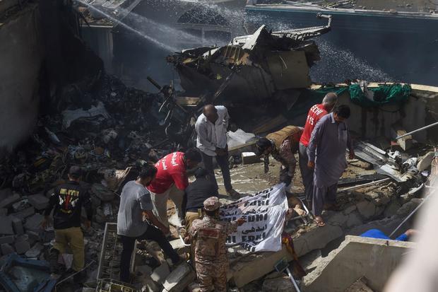 Pakistan sa thải 5 quan chức hàng không sau vụ 262 phi công dùng bằng giả