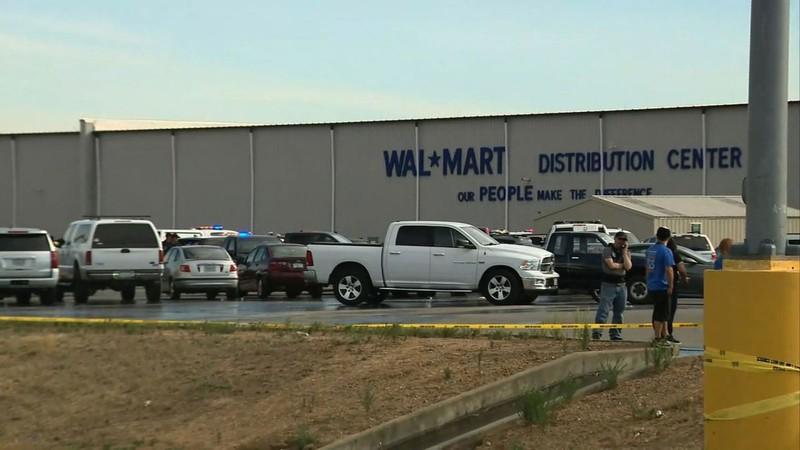 Xả súng ở Walmart: 30 vòng đấu súng nghẹt thở giữa cảnh sát và thủ phạm