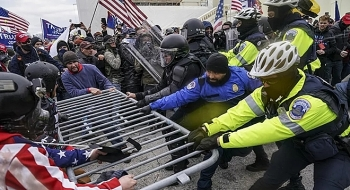 Cảnh sát trưởng Capitol cùng loạt thành viên nội các từ chức sau bạo loạn