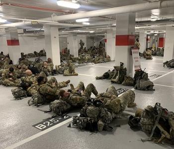 Tổng thống Joe Biden xin lỗi sau khi lính Vệ binh quốc gia Mỹ phải ngủ ở hầm đỗ xe
