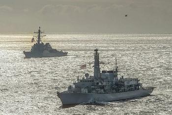 Tàu khu trục Hải quân Mỹ trang bị tên lửa hành trình tiến vào Biển Đen