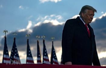 Hạ viện Mỹ chính thức đệ trình điều khoản luận tội ông Trump lên Thượng viện