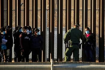 Thẩm phán liên bang bất ngờ phong toả lệnh ngưng trục xuất của ông Biden
