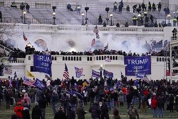 """Mỹ cảnh báo khủng bố toàn quốc, lo ngại những kẻ cực đoan có thể """"lấy cảm hứng"""" từ vụ bạo loạn Đồi Capitol"""