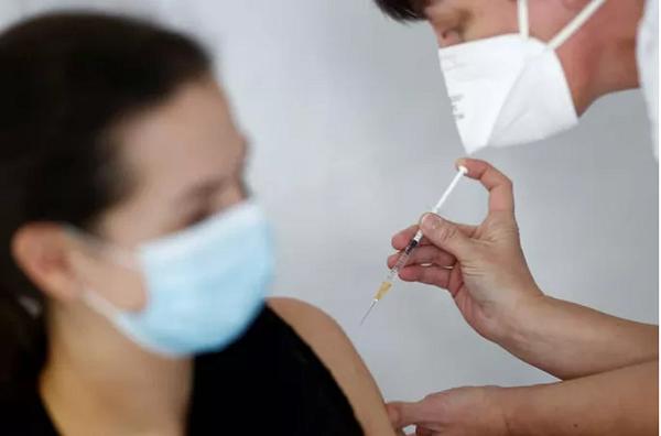 The Washington Post tiết lộ các nhà ngoại giao Mỹ yêu cầu tiêm vắc-xin Covid-19 của Nga