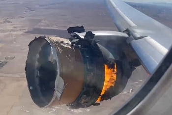 Video: Động cơ máy bay chở hàng trăm người cháy ngùn ngụt trên không