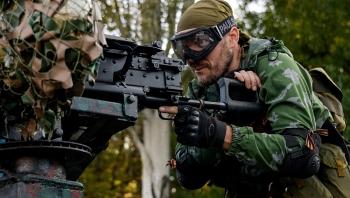 Quân ly khai Ukraine dùng siêu súng máy để nã vào quân đội