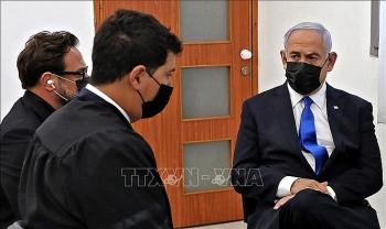 Thủ tướng Israel hầu tòa giữa lúc đang tìm cách kéo dài thời gian cầm quyền