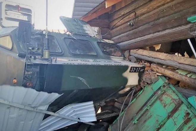 Xe tên lửa đạn đạo Belarus mất lái, đâm đổ nhà dân