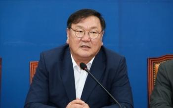 Lãnh đạo đảng cầm quyền Hàn Quốc đồng loạt đệ đơn từ chức