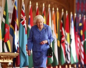 Nữ hoàng Anh lần đầu trở lại đảm nhận các nhiệm vụ hoàng gia sau khi Hoàng thân Philip qua đời