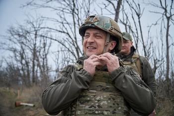 Căng thẳng với Nga, Tổng thống Ukraine kêu gọi quân dự bị nhập ngũ không cần lệnh tổng động viên