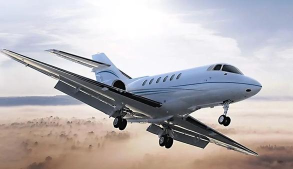 Đại gia Ấn Độ đổ cả núi tiền thuê máy bay ra nước ngoài tránh COVID-19