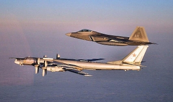 Phi công Mỹ mệt mỏi vì liên tục phải 'kèm' chiến cơ Nga