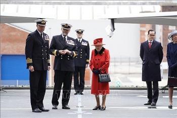 Nữ hoàng Anh thị sát tàu sân bay HMS Queen Elizabeth