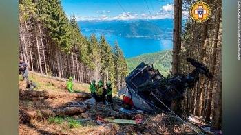 Cáp treo rơi khiến 9 người thiệt mạng, cứu hộ điều trực thăng tới cứu nạn