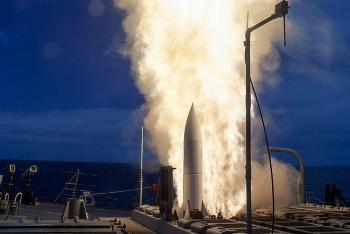 Mỹ phóng 2 tên lửa đa năng SM-6 nhưng vẫn đánh trượt mục tiêu