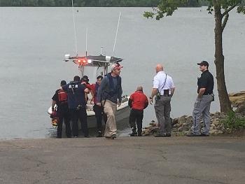 Máy bay Mỹ rơi xuống hồ, 7 người thiệt mạng