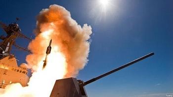 Tên lửa đánh chặn Mỹ bắn trượt mục tiêu do tàu trinh sát Nga chế áp?