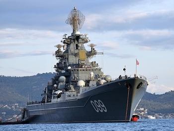 Video: Cận cảnh tuần dương hạm Peter Đại đế tập trận ở biển Barents