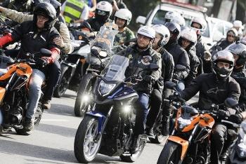 Tổng thống Brazil bị phạt vì không tuân thủ phòng dịch khi diễu hành