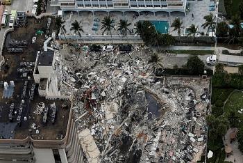 Tòa nhà 12 tầng ở Mỹ đổ sập, gần 100 người vẫn mất tích