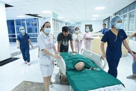 Gần 100 y bác sĩ bắt đầu ca đại phẫu 12 tiếng tách rời cặp song sinh