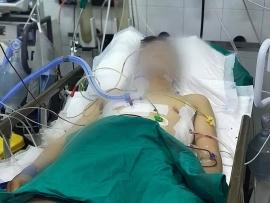 Người phụ nữ kể lại phút nguy cấp cứu tài xế GrabBike bị đâm trọng thương trong đêm