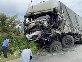 Vụ tai nạn 8 người chết ở Bình Thuận: Tài xế kể lại giây phút xe khách đấu đầu xe tải
