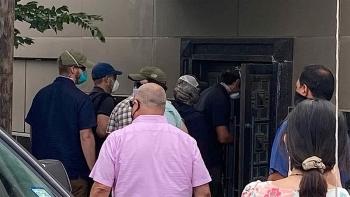 Lực lượng Mỹ phá cửa sau để vào lãnh sự quán Trung Quốc ở Houston