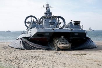 """Video: Choáng ngợp mãnh lực tàu đổ bộ """"quái vật biển"""" của Nga"""
