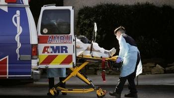 Kiệt sức vì số ca tử vong lên tới 1.000 người/ngày, bệnh viện Mỹ trả bệnh nhân về nhà