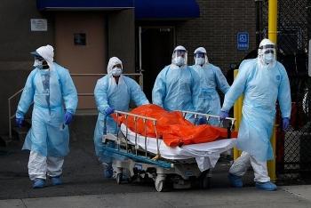 Trung bình mỗi ngày có 1000 người chết do Covid-19 tại Mỹ, ca nhiễm mới vẫn tiếp tục tăng vọt