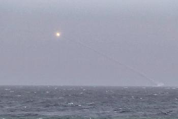 Tàu chiến Nga nã tên lửa dồn dập bay qua khu vực tập trận của NATO ngoài khơi Crimea